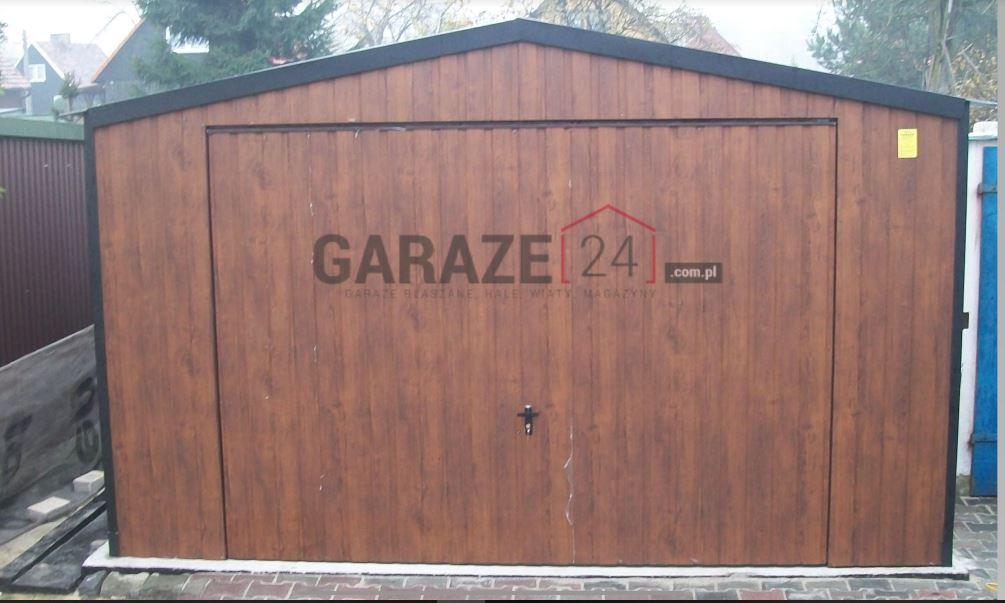 Plechová garáž 4×5 m – sedlová strecha – výklopná brána – tmavý orech