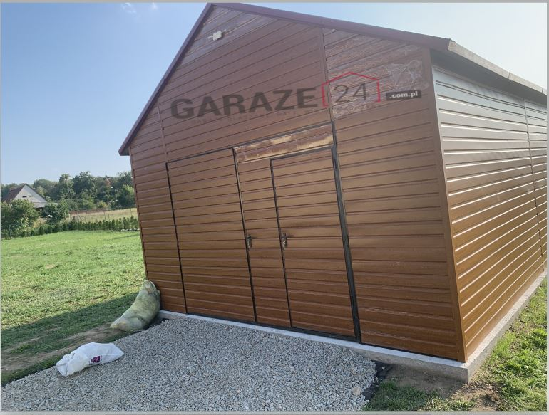 Plechová garáž 5×7 m, dvojkrídlová brána, sedlová strecha