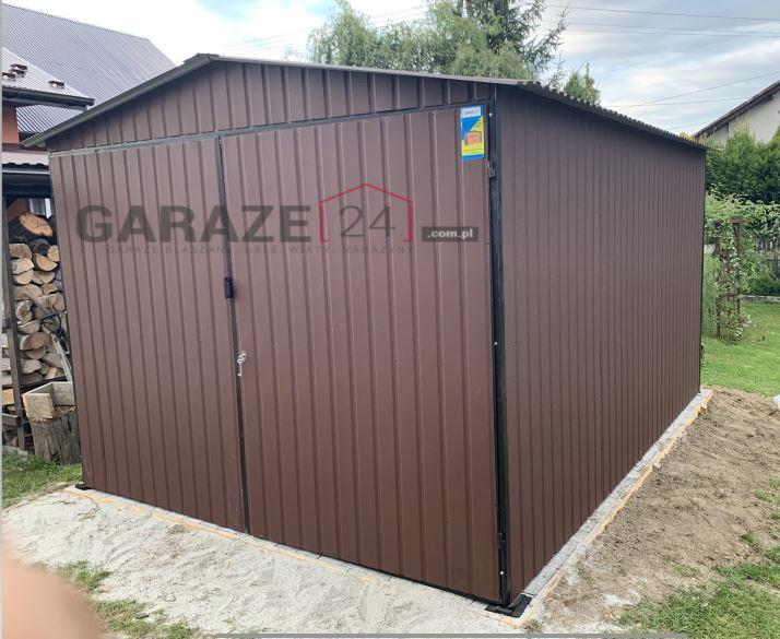 Plechová garáž 3×3 m, sedlová strecha + dvojkrídlová brána