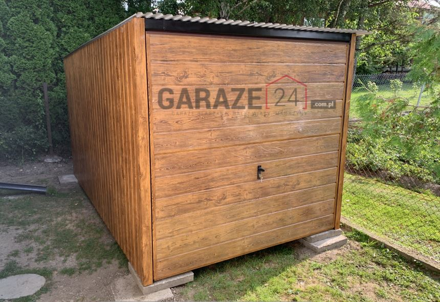 Plechová garáž 3×5 m, textúra dreva, jasný orech
