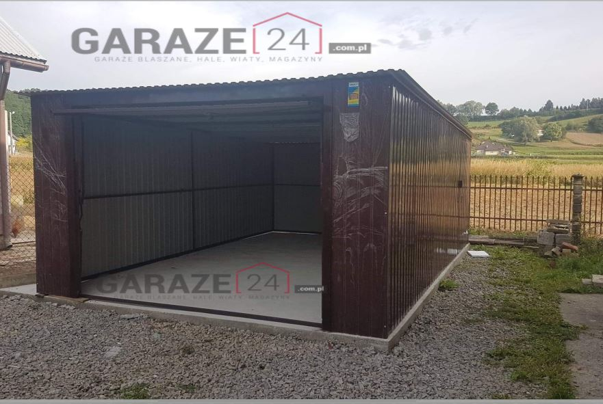Plechový garáž 4×6 m, pultová strecha so spádom dozadu, tmavohnedá